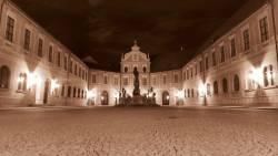 MSS_Residenz_Muenchen,_Apothekenhof.jpg