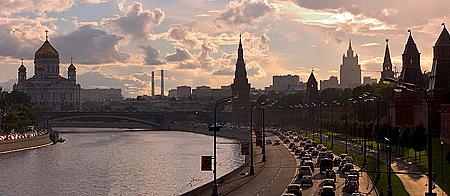 Kremlevskaya_Naberezhnaja_Moscow.jpg